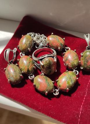 Женский  браслет с натуральным камнем.