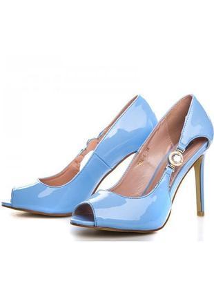 Шикарные летние голубые туфли с открытым носом на каблуке шпильке