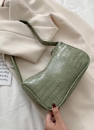 Лаковая сумка багет фактурная зелёная хаки на плечо
