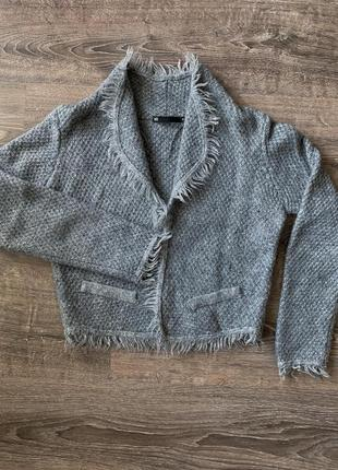 Вязаная кофта-пиджак