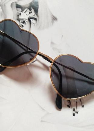 Очки солнцезащитные в форме сердца чёрный