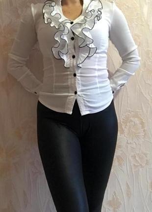 Красивая белая блуза с рюшами р. 42-44