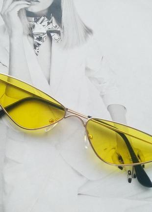 Солнцезащитные очки маленький треугольник жёлтый
