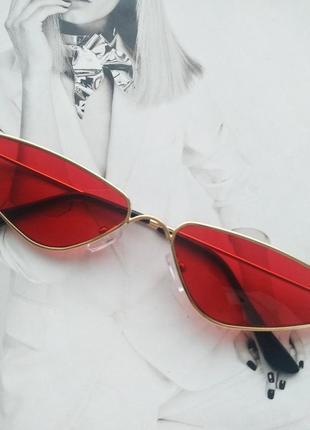 Солнцезащитные очки маленький треугольник красный
