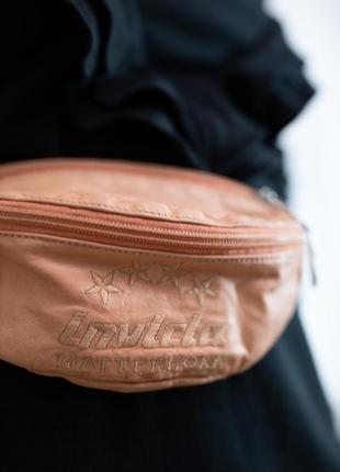 Винтажная оранжевая кожаная бананка поясная сумка с вышитой надписью invicta