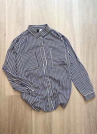 Натуральна сорочка в синьо-білу смужку з кишеньками рубашка в полоску хлопок h&m