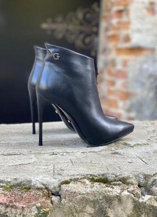 Еко кожанные ботильоны ботинки на шпильке
