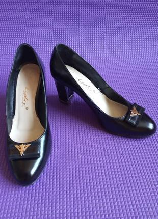 Туфли черного цвета ф. lider длина стельки 24-24,5 см. 38 р.