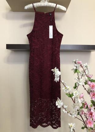 Красивое нарядное кружевное облегающее платье,