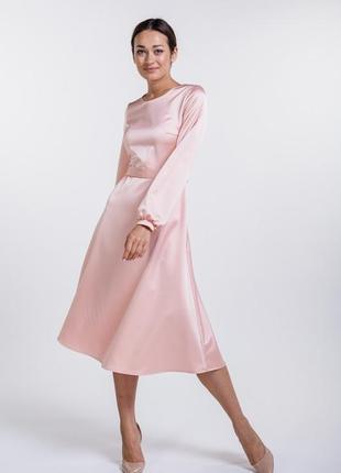 Платье-миди атласное нарядное с длинными рукавами