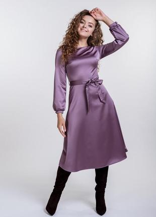 Атласное платье-миди нарядное с длинными рукавами