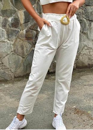 Котоновые штаны с высокой посадкой.
