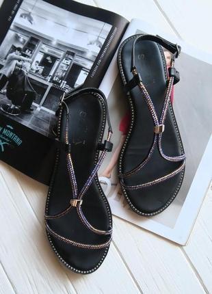 Открытые босоножки на низком ходу сандалии