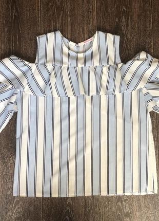 Блузка блуза в полоску с открытыми плечами