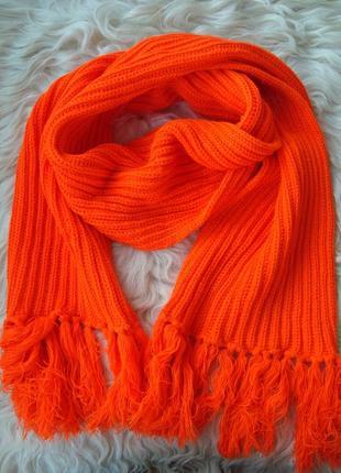 В'язаний теплий шарф помаранчевого кольору
