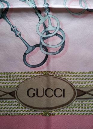 Gucci шелковый платок.