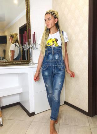 Комплект. джинсовый комбинезон и футболка