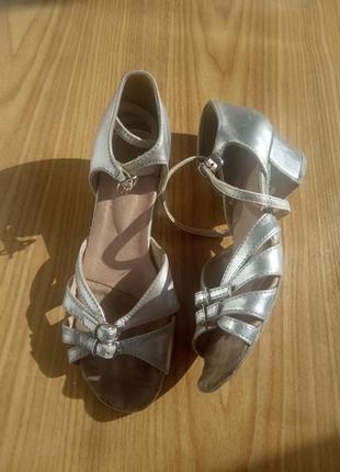 Туфли детские для бальных танцев