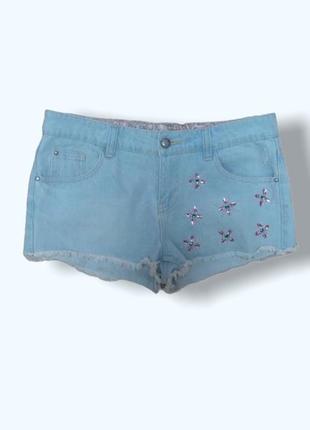 Светло голубые джинсовые шорты с бусинами