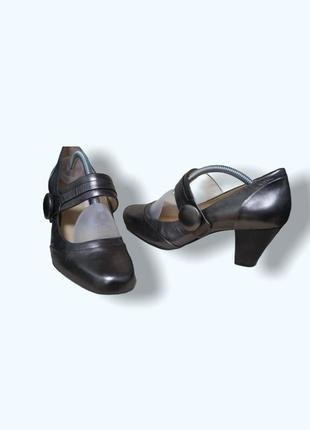 Кожаные женские туфли на небольшом удобном каблуке