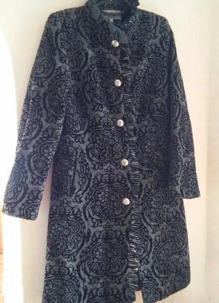 Фактурное серое осеннее пальто с узором 48 (40) размер