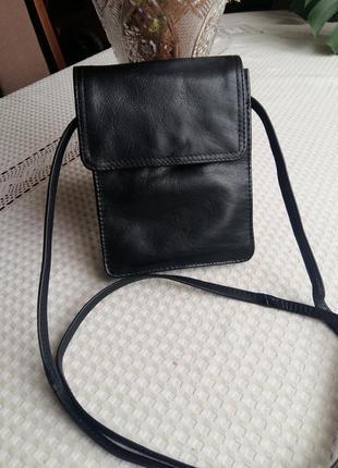 Кожаная черная сумка кроссбоди everest