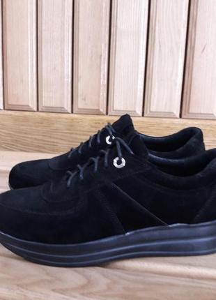 Лёгкие замшевые кроссовки