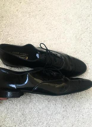 Мужские лаковые туфли для танцев. танцевальные туфли