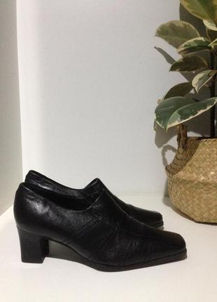 Pierre cardin кожаные закрытые туфли 39-40(26,5-27)