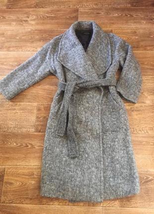 Шикарное пальто из шерсти