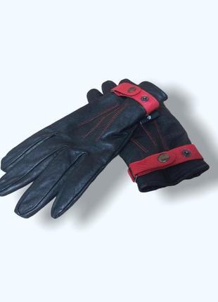 Стильные мужские чёрные кожаные перчатки с красным ремешком manbag
