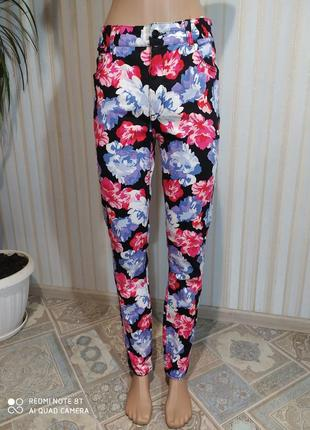Невероятные джинсы в цветы от monki