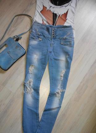 Рваные джинсы р. s