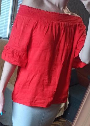 Хлопковая блуза с открытыми плечами на резинке