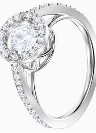 Продам очень красивое серебряное кольцо в камнях от swarovski !
