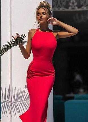 Красное силуэтное платье миди