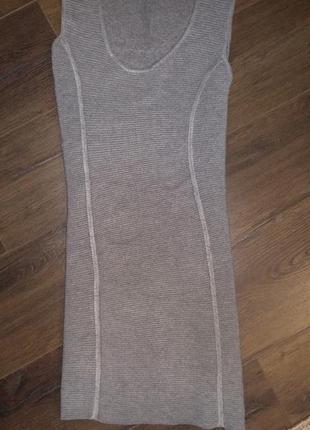 Платье  резинка отлично подчеркивает фигуру