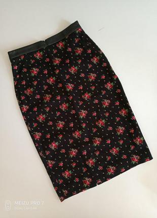 Яркая миди юбка от бренда oodji  36p