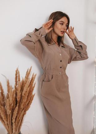 Нюдовое платье в стиле сафари