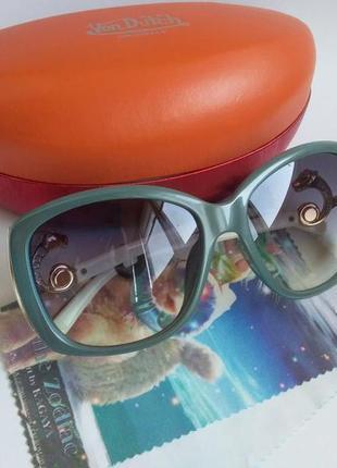 Солнцезащитные очки в комплекте с футляром