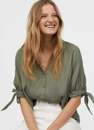 Сатиновая блузка с рукавами на завязках просторная рубашка  блуза принт полоска хаки