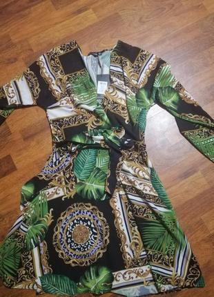 Актуальное платье халат в принт листья