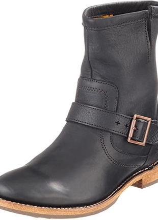 Круті шкіряні черевики дорогого бренду