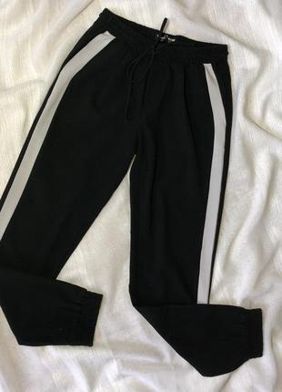 Штаны спортивные на резинках с лампасами с полосками белыми джогеры tally weijl adidas