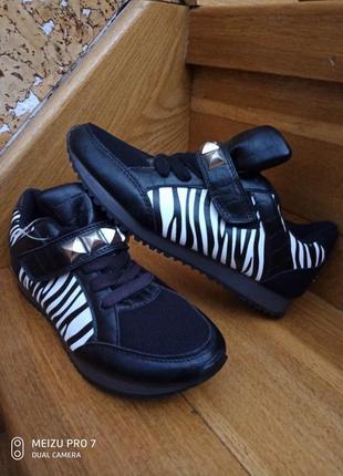 Интересние легкие кроссовки, сток, германия, 37р