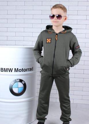 Крутой спортивный костюм для мальчиков