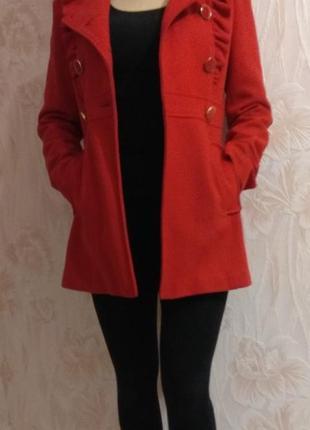Яркое красное шерстяное пальто р. 44