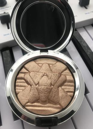Mac cosmetics oh darling хайлайтер / extra dimension skinfinish poudre lumiere