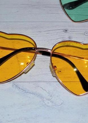 Солнцезащитные женские очки в форме сердца жёлтый