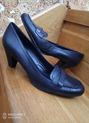 Ecco оригинал кожание, удобние туфли лодочки , 41р
